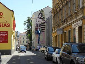 Der neue Blick in die Gierstergasse - der Gewinn ist 16 Meter gross! http://www.janaundjs.com (c) Sabina Naßner-Nitsch