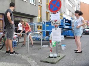 Alle helfen mit. v.r.: Jana, Laura Raps, Rauscheengel Leo-Paul (Sohn von Jana & Js), Christopher Herndler http://www.janaundjs.com (c) Sabina Naßner-Nitsch